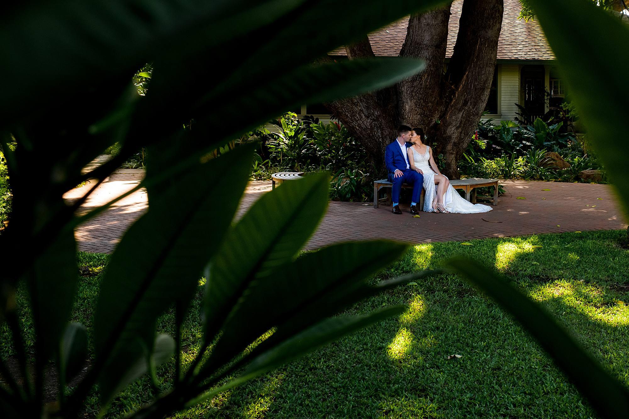 bride and groom outside of olowalu plantation house