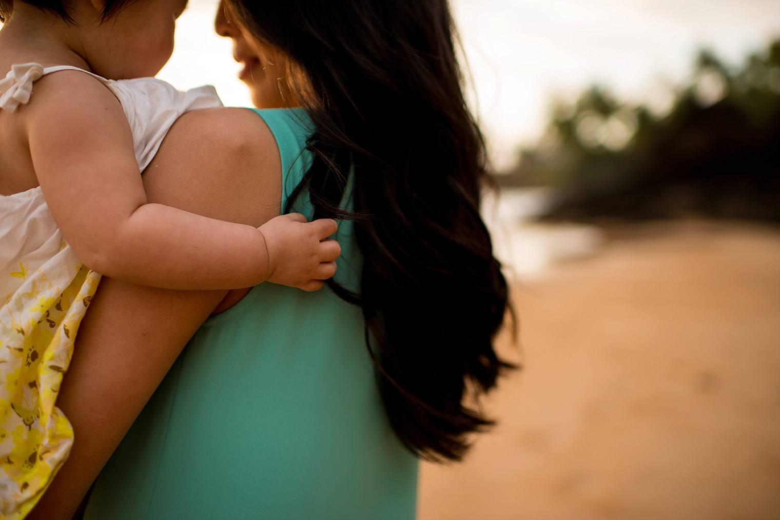 lifestyle photographer maui hawaii mother daughter