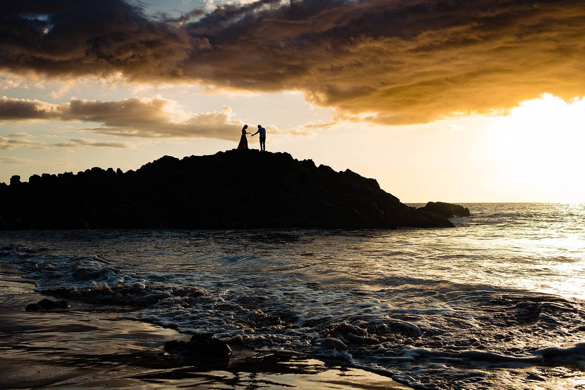 silhouette of a couple in maui