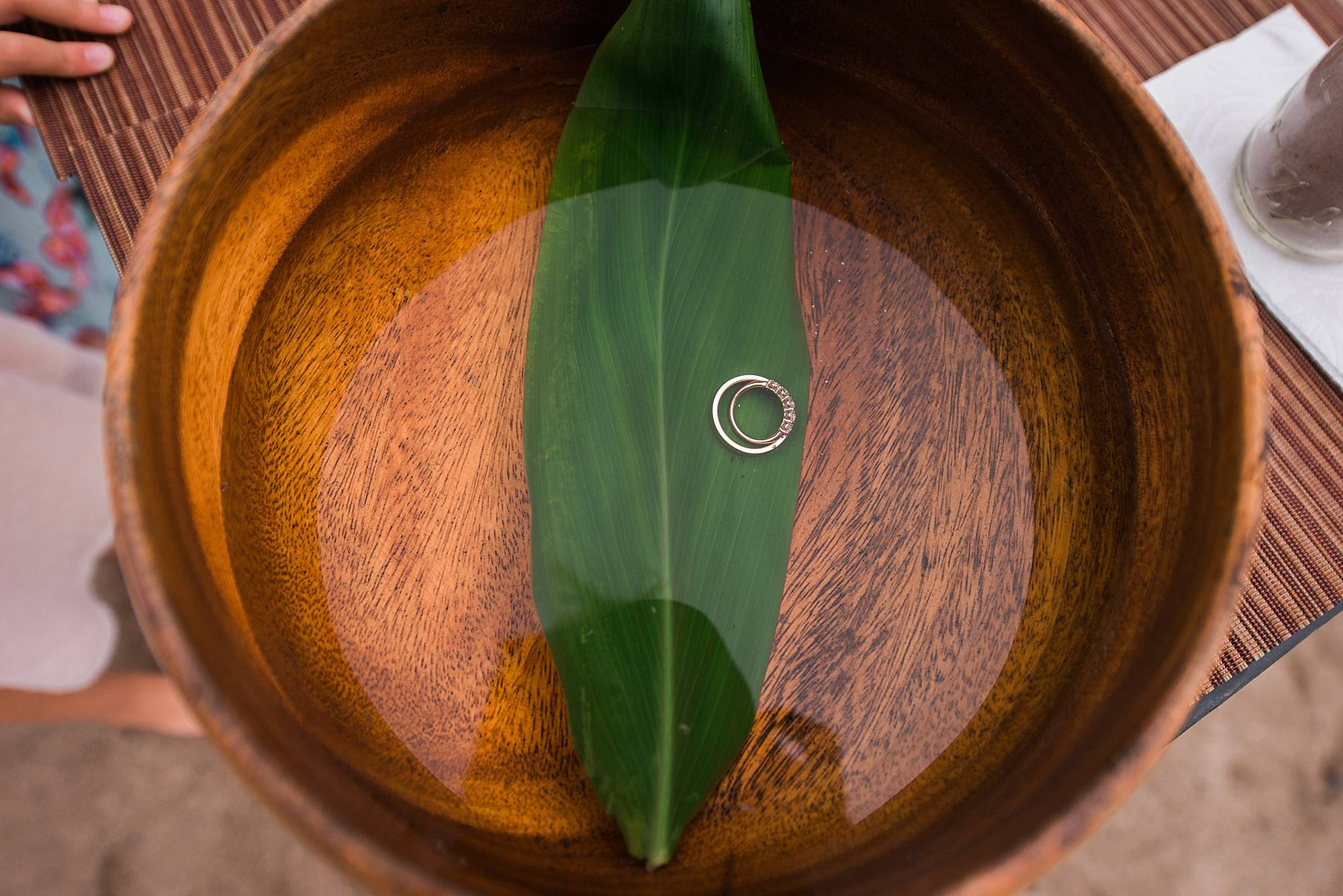 wedding rings with ti leaf