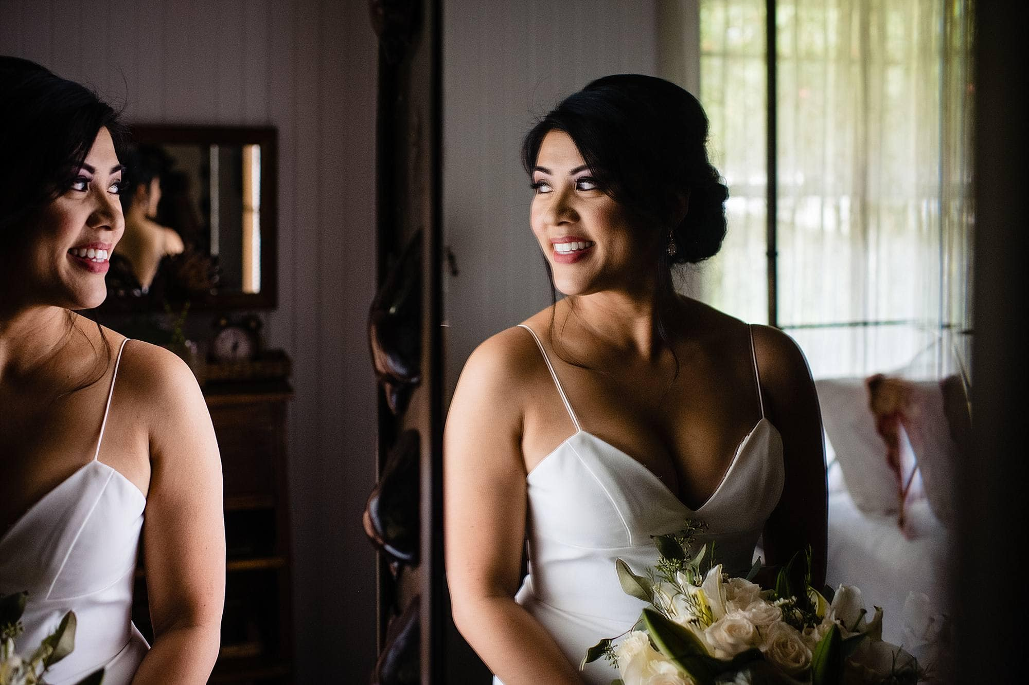 bride getting ready at olowalu plantation house