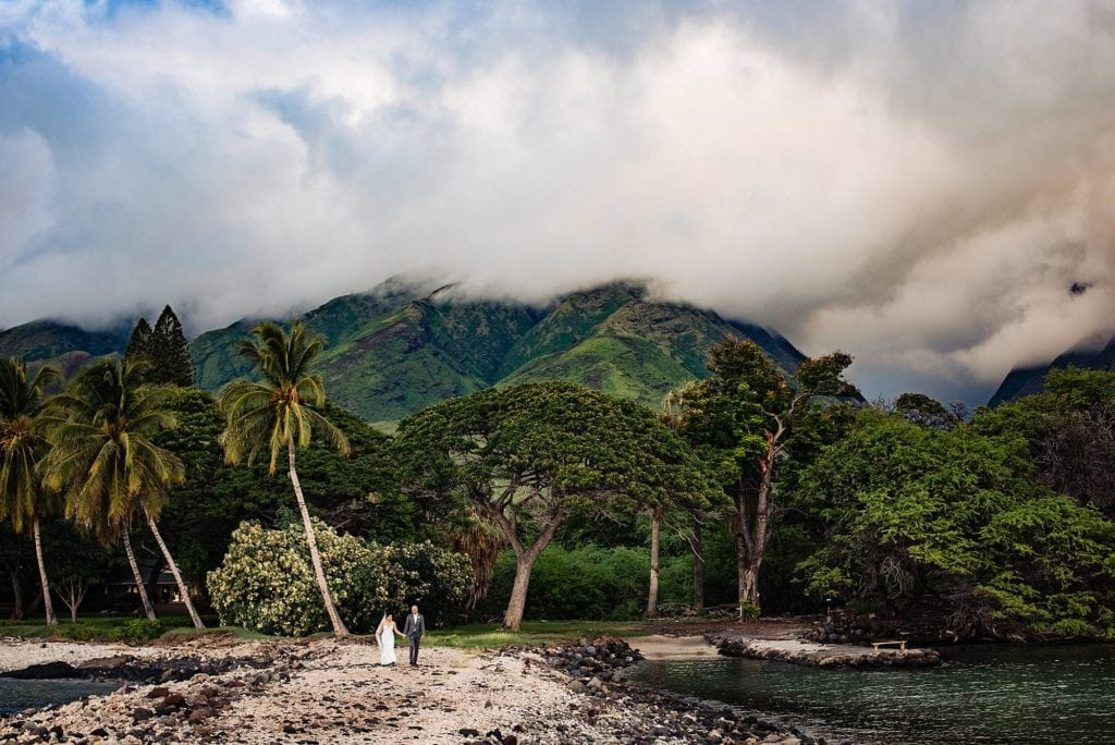 epic mountains at olowalu plantation house