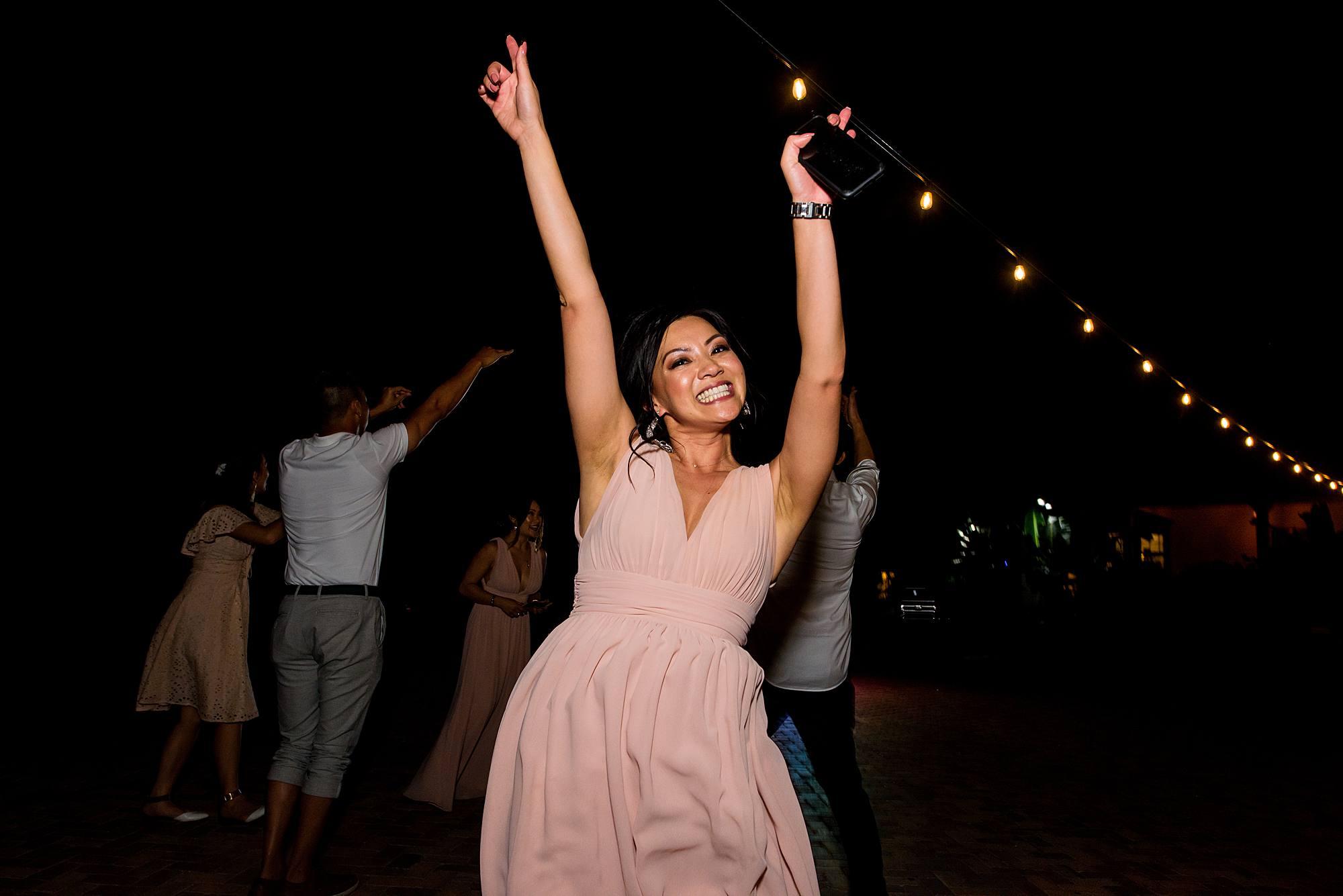 bridesmaid dancing at olowalu plantation house
