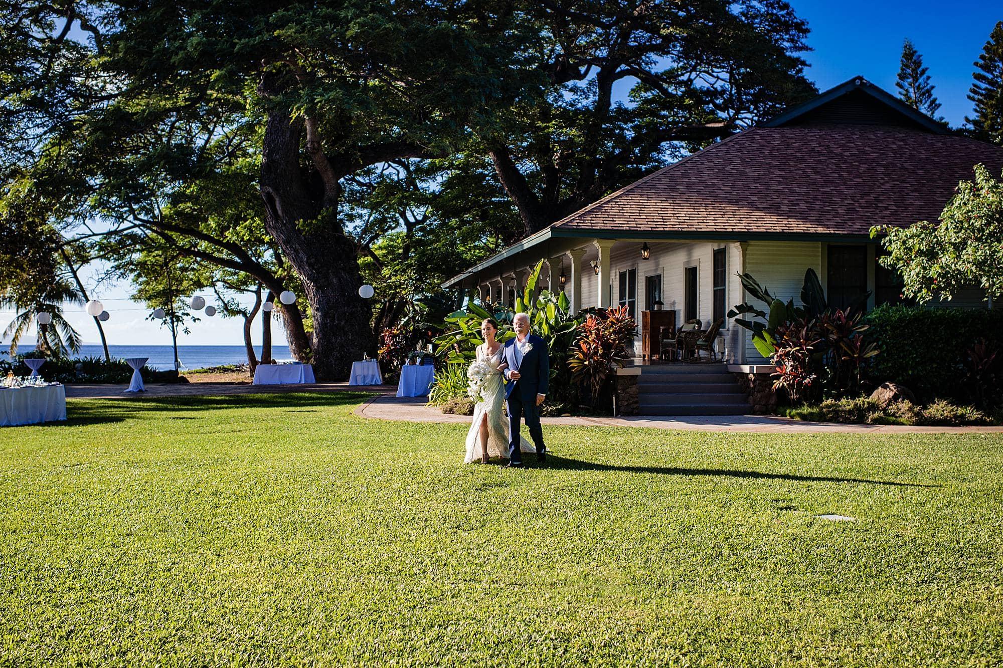 bride walking on lawn at olowalu plantation house