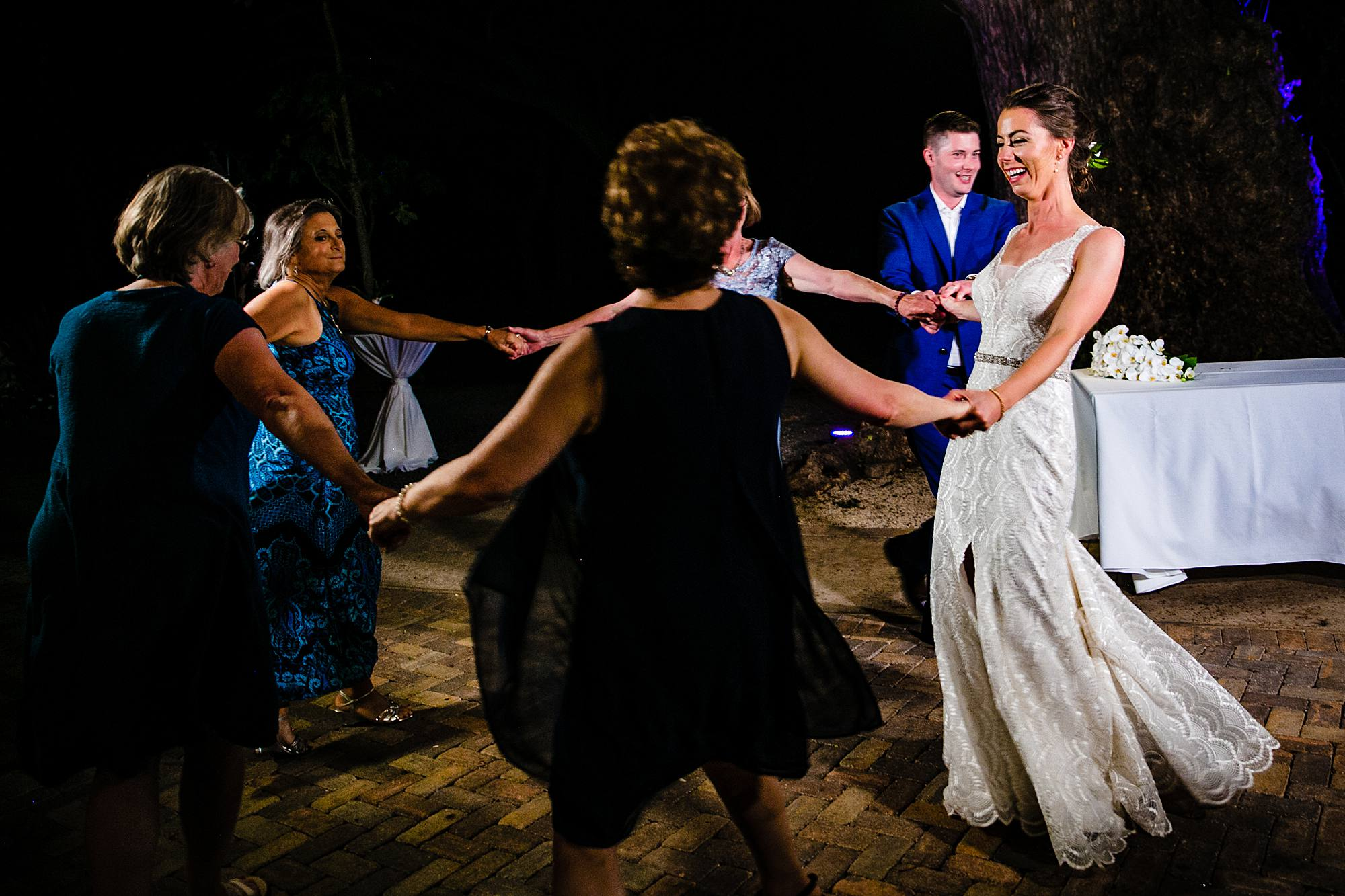 bride dancing with guests at olowalu plantation house
