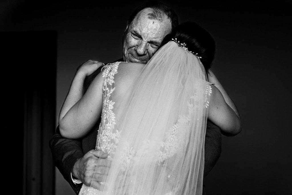 dad seeing daughter on wedding day